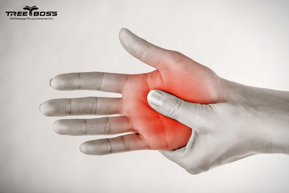 tê tay chân đau lưng
