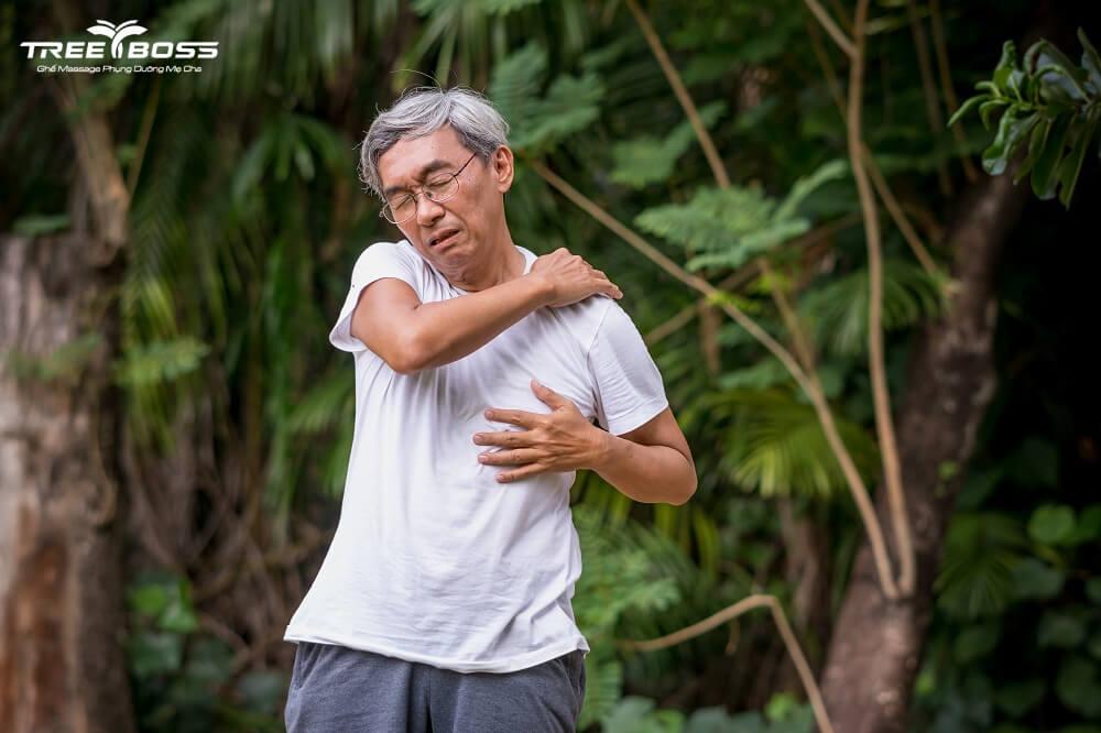 người già đau xương khớp