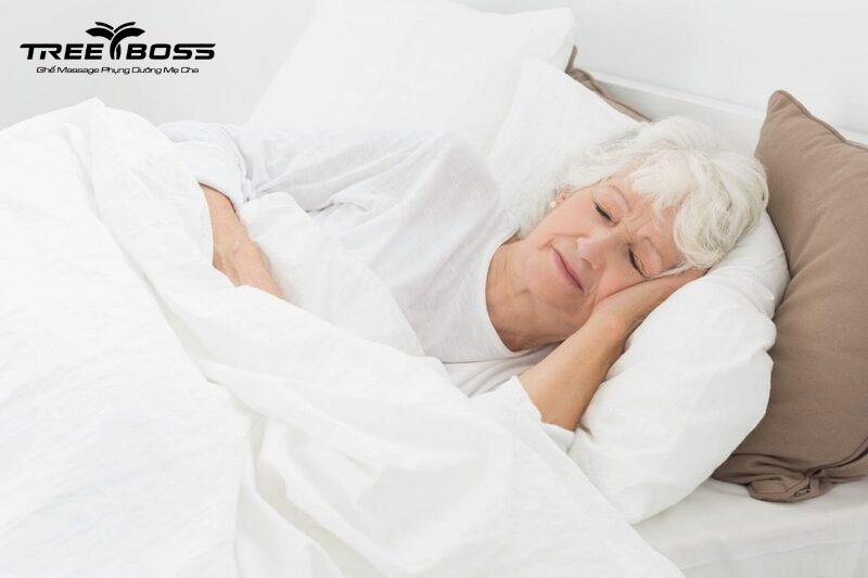 người già mất ngủ